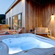 Batcombe Hollow -a one bedroom lodge with starlit canopy and hot tub